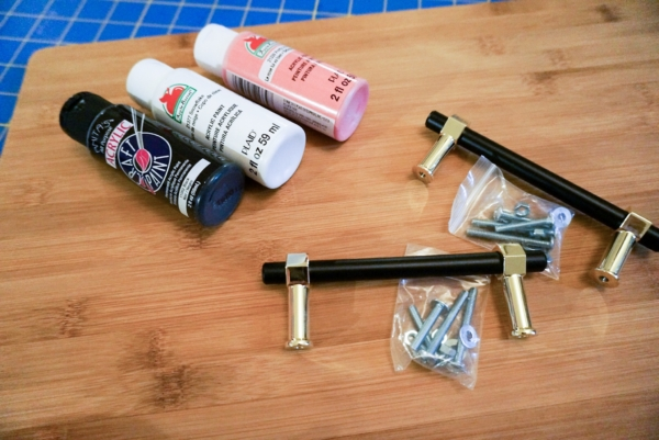 Supplies for splatter-painted tray